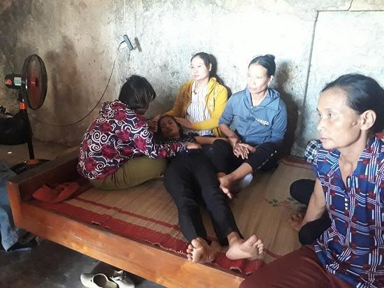 Vụ bé trai 5 tuổi tử vong trong nhà hoang ở Nghệ An: Xót xa người mẹ khóc ngất gọi tên con thơ - Ảnh 2