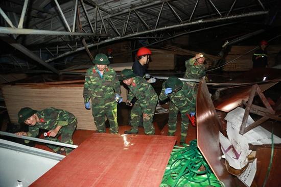 Ám ảnh hiện trường vụ sập nhà xưởng ở Vĩnh Phúc khiến 3 người chết, 18 người bị thương - Ảnh 4