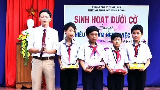 Vĩnh Long: Khen thưởng nhóm học sinh lớp 6 cứu người gặp nạn - Ảnh 1