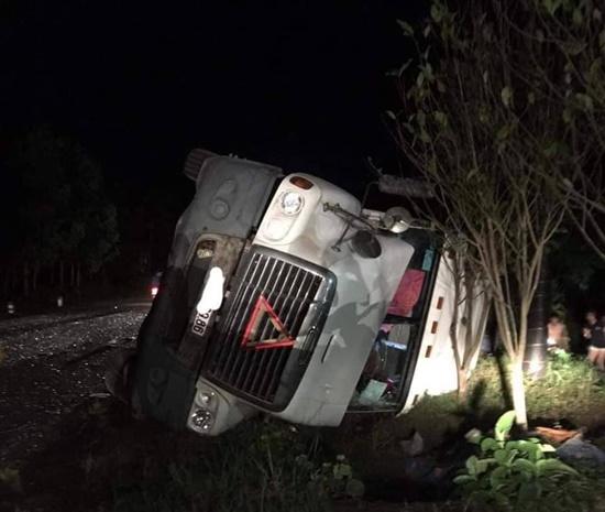 Hiện trường vụ tai nạn giao thông thảm khốc tại Quảng Ninh khiến 3 người tử vong - Ảnh 3