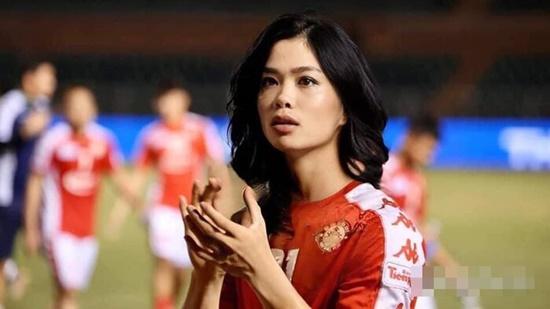 """Cười """"té ghế"""" với loạt ảnh sao tuyển bóng đá Việt Nam """"đu"""" trend """"bẻ cong giới tính"""" - Ảnh 1"""