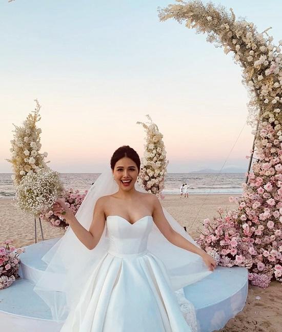"""Lộ diện hình ảnh ông xã """"đại gia"""" của Phanh Lee trong đám cưới - Ảnh 2"""