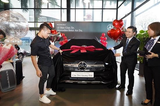"""""""Soi"""" lại chiếc Mercedes-Benz GLC 300 gần 2,4 tỷ đồng của cầu thủ Quang Hải - Ảnh 1"""