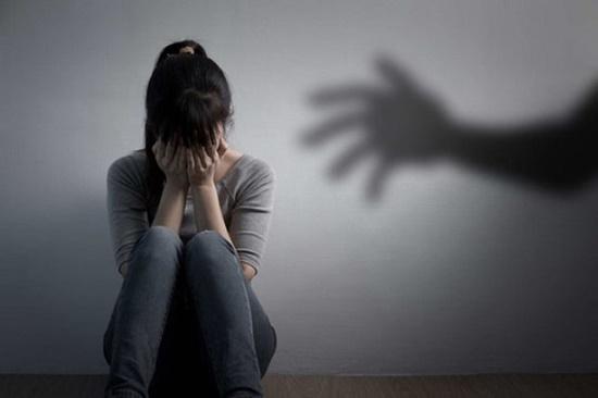 Tin tức pháp luật mới nhất ngày 29/6/2020: Bất ngờ lý do bé gái 14 tuổi viết đơn tố bố đẻ xâm hại - Ảnh 1