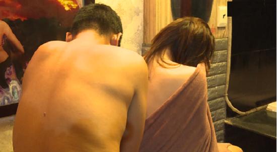 Tin tức pháp luật mới nhất ngày 1/7/2020: Bắt quả tang nhân viên massage bán dâm trong phòng VIP - Ảnh 1