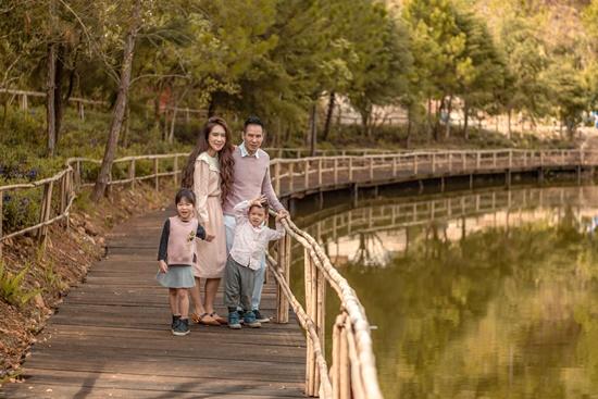 Lý Hải - Minh Hà ngọt ngào như ngày mới yêu trong bộ ảnh kỷ niệm 10 năm về chung 1 nhà - Ảnh 8