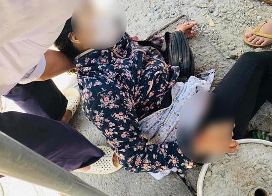 Hà Nội: Người phụ nữ bán hoa quả bất ngờ bị đâm trọng thương - Ảnh 1