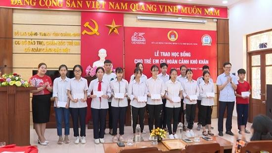 Quảng Ninh: Trao 30 suất học bổng cho học sinh có hoàn cảnh khó khăn - Ảnh 1