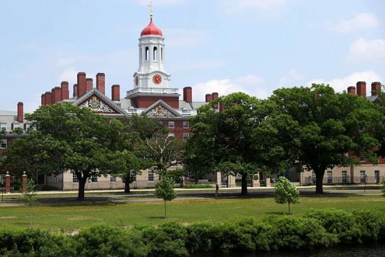 Mỹ bất ngờ bỏ chỉ thị trục xuất sinh viên quốc tế chỉ học online  - Ảnh 1