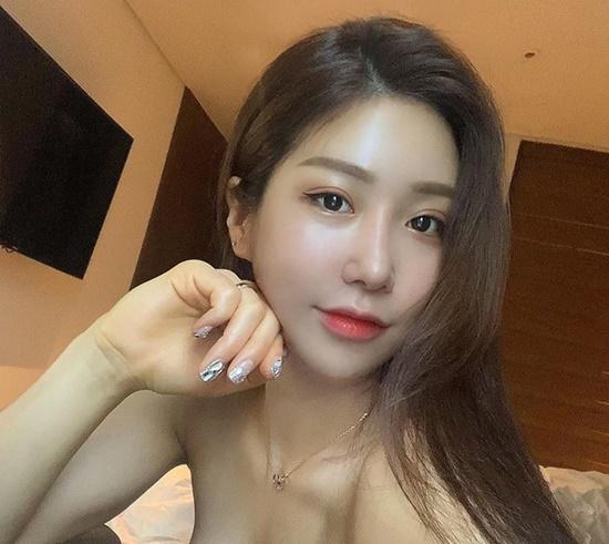 """Nhan sắc """"nóng sốt"""" hơn cả nắng Hà Nội của VĐV thể hình nổi tiếng Hàn Quốc - Ảnh 2"""