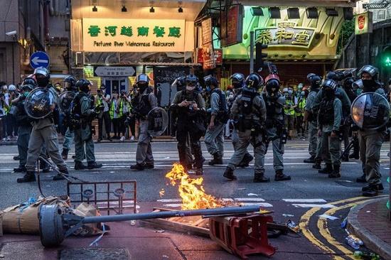 Ngày đầu áp dụng Luật an ninh quốc gia ở Hong Kong: 370 người bị bắt - Ảnh 1