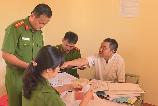 """Tin mới nhất vụ thanh tra sở Nội vụ Đắk Lắk bị bắt vì nghi """"vòi tiền"""" nhân viên trường học - Ảnh 1"""