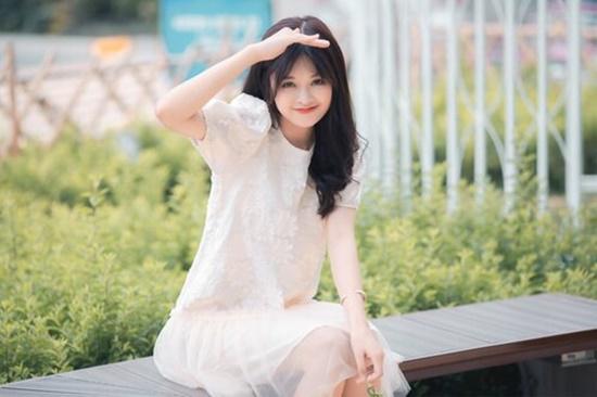 Cận cảnh nhan sắc trong veo, thu hút mọi ánh nhìn của nữ sinh từng xuất hiện cùng HLV Park Hang Seo - Ảnh 1