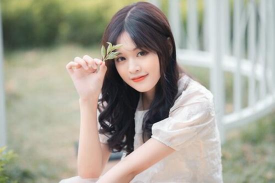 Cận cảnh nhan sắc trong veo, thu hút mọi ánh nhìn của nữ sinh từng xuất hiện cùng HLV Park Hang Seo - Ảnh 2