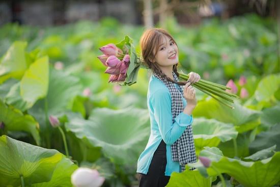 Cận cảnh nhan sắc trong veo, thu hút mọi ánh nhìn của nữ sinh từng xuất hiện cùng HLV Park Hang Seo - Ảnh 7