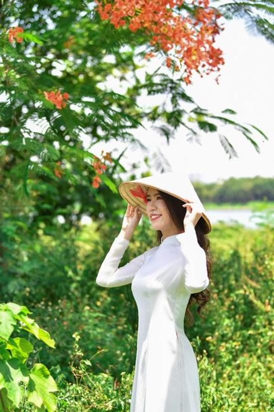 """Nữ sinh diện áo dài trắng khoe nhan sắc trong veo như nắng mai, dân tình thốt lên """"crush quốc dân là đây"""" - Ảnh 10"""