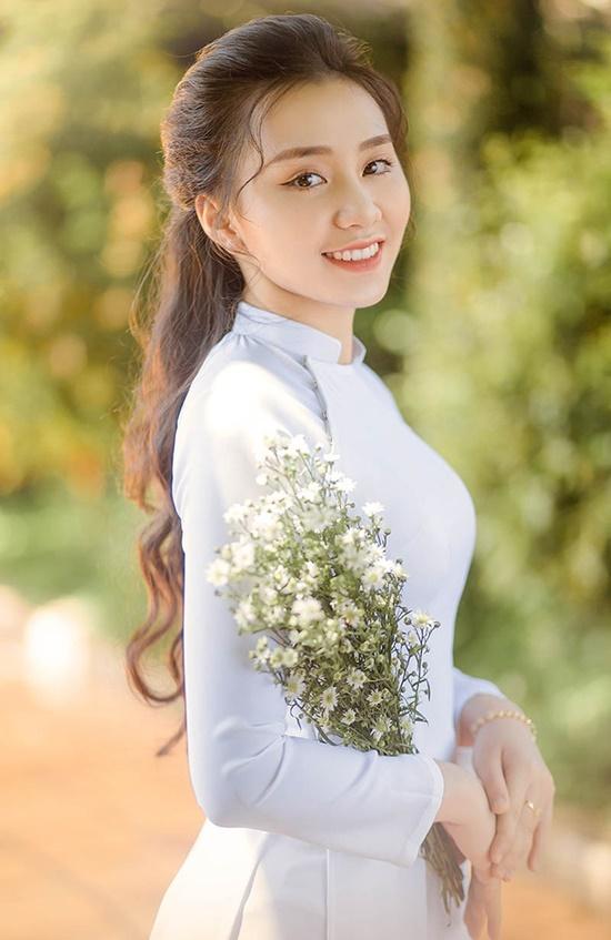 """Nữ sinh diện áo dài trắng khoe nhan sắc trong veo như nắng mai, dân tình thốt lên """"crush quốc dân là đây"""" - Ảnh 2"""