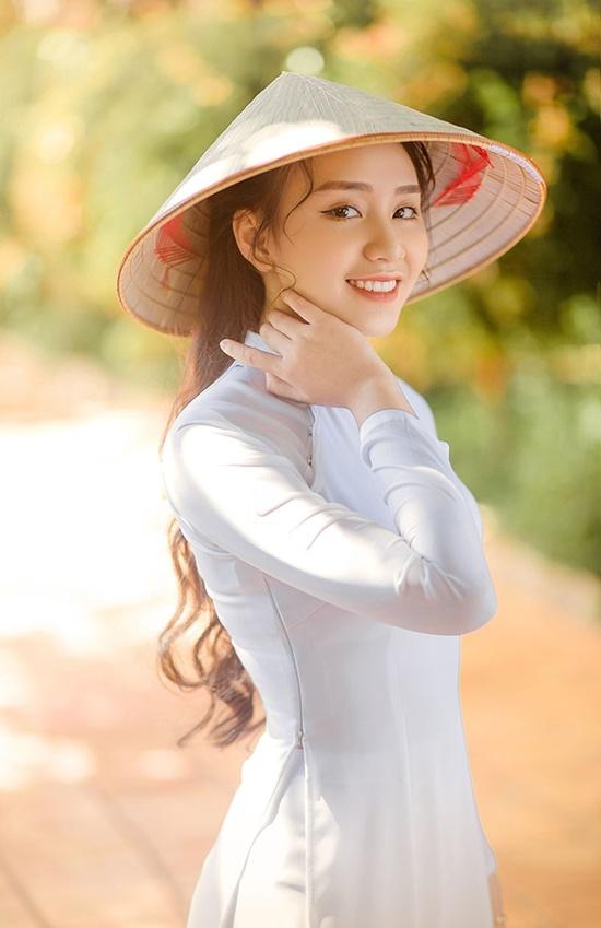 """Nữ sinh diện áo dài trắng khoe nhan sắc trong veo như nắng mai, dân tình thốt lên """"crush quốc dân là đây"""" - Ảnh 4"""
