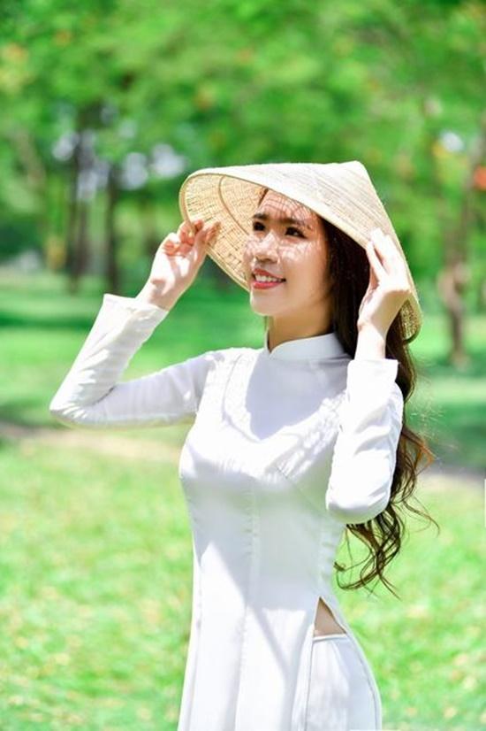 """Nữ sinh diện áo dài trắng khoe nhan sắc trong veo như nắng mai, dân tình thốt lên """"crush quốc dân là đây"""" - Ảnh 8"""