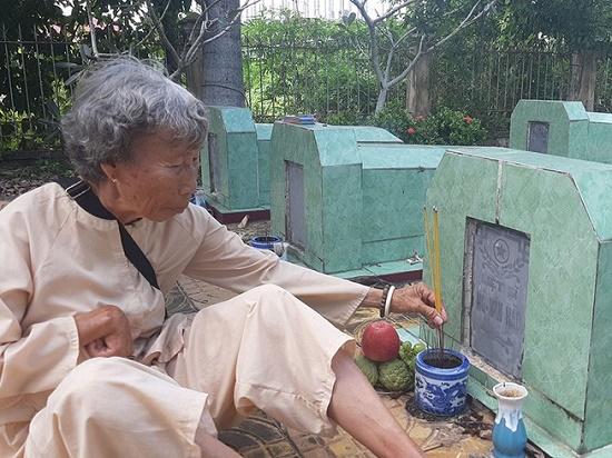 Nữ thương binh 76 tuổi bán vé số dành tiền trùng tu nghĩa trang Liệt sĩ là ai? - Ảnh 1