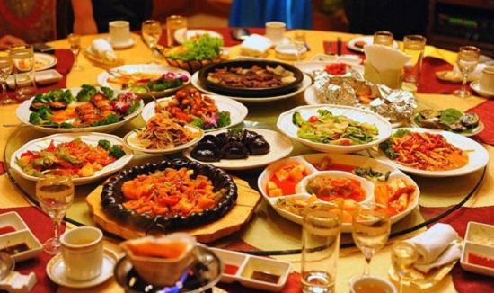 Chuyện ăn uống của Hoàng đế Trung Hoa: Từ xa xỉ đến cách ăn quái đản, nghe là sợ hãi - Ảnh 1
