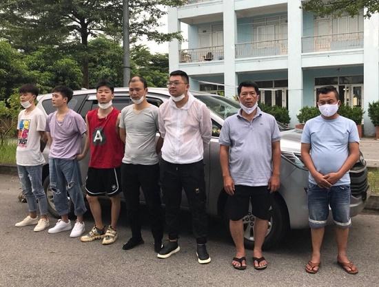 CSGT phát hiện 5 người Trung Quốc nhập cảnh trái phép vào Việt Nam - Ảnh 1
