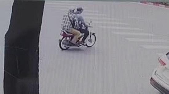 Vụ nổ súng, cướp ngân hàng BIDV ở Hà Nội: Công bố hình ảnh đầu tiên của 2 nghi phạm - Ảnh 3