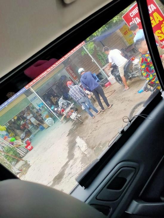 Vụ nổ súng, cướp ngân hàng BIDV ở Hà Nội: Công bố hình ảnh đầu tiên của 2 nghi phạm - Ảnh 4