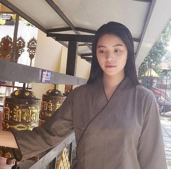 Sau ồn ào liên quan đến đường dây bán dâm, Jolie Nguyễn gây chú ý với gương mặt tiều tụy - Ảnh 2