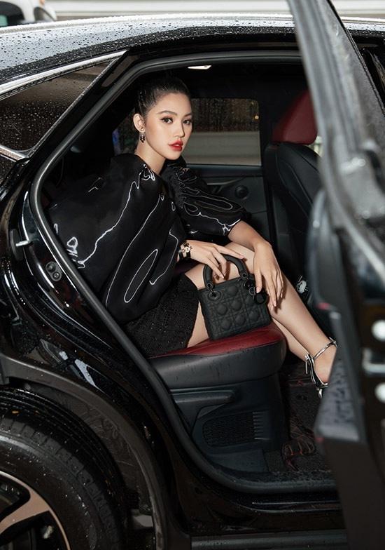 Sau ồn ào liên quan đến đường dây bán dâm, Jolie Nguyễn gây chú ý với gương mặt tiều tụy - Ảnh 4