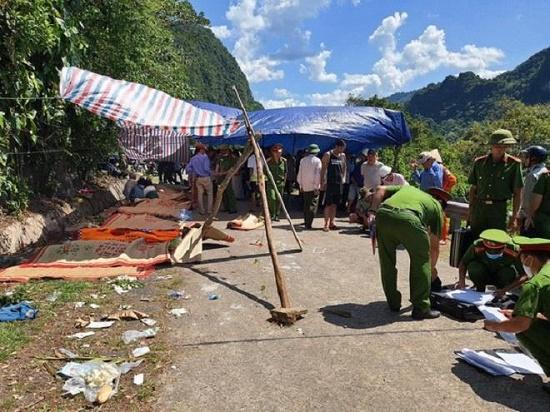 Vụ lật xe khách 15 người chết ở Quảng Bình: Danh tính các nạn nhân tử vong - Ảnh 1