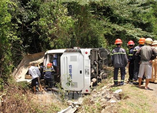 Vụ lật xe 15 người chết ở Quảng Bình: Tài xế không đủ điều kiện điều khiển xe khách 47 chỗ ngồi - Ảnh 1