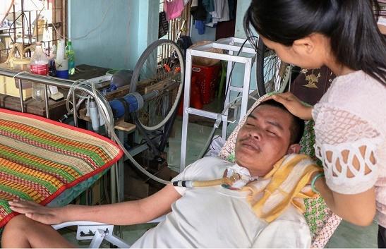 Tình phụ tử của lão nông nghèo chế tạo máy trợ thở giúp con trai duy trì sự sống - Ảnh 1