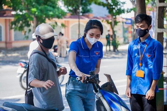 """Nét đẹp khả ái """"gieo thương nhớ"""" của thí sinh Hoa hậu Việt Nam tham gia tiếp sức mùa thi - Ảnh 2"""