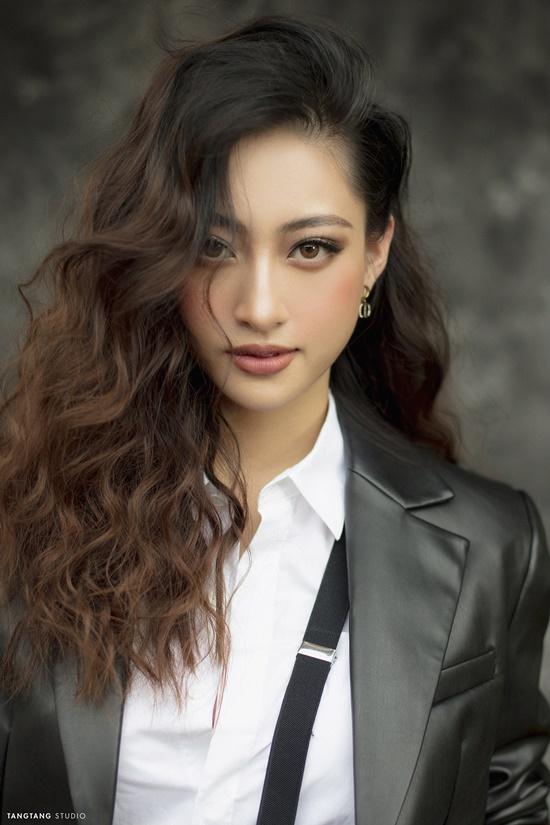 """Hoa hậu Lương Thùy Linh bất ngờ """"lột xác"""" sắc lạnh, quyến rũ trong bộ ảnh đón tuổi 20 - Ảnh 7"""