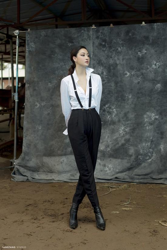 """Hoa hậu Lương Thùy Linh bất ngờ """"lột xác"""" sắc lạnh, quyến rũ trong bộ ảnh đón tuổi 20 - Ảnh 9"""