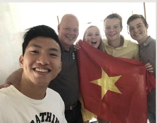 Chùm ảnh: Đoàn Văn Hậu về Việt Nam trên chuyến bay từ Pháp, chuẩn bị cách ly 14 ngày - Ảnh 3