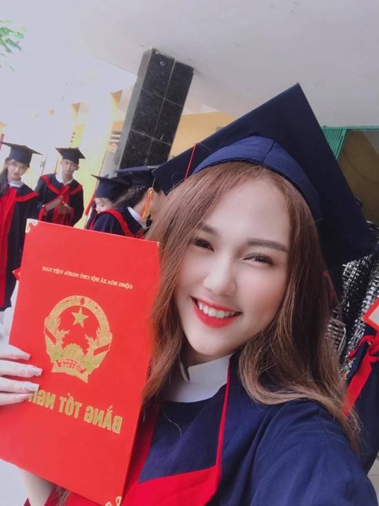Nhan sắc đẹp đến nao lòng không thua kém gì đàn chị của nữ sinh nhỏ tuổi nhất Hoa hậu Việt Nam 2020 - Ảnh 2