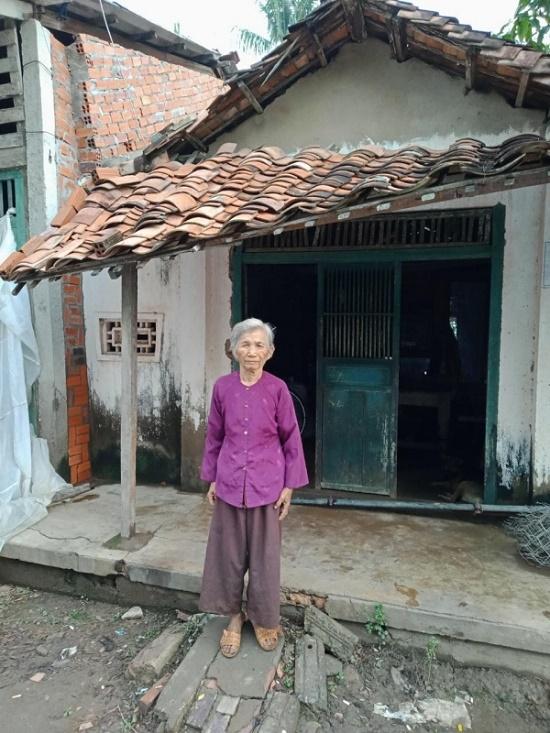 Bà xã Công Vinh bỏ tiền túi xây nhà cho cụ bà 70 tuổi - Ảnh 2