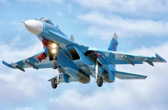 Hai chiến đấu cơ Su-27 của Nga chặn B-52 của Mỹ trên biển Baltic - Ảnh 1