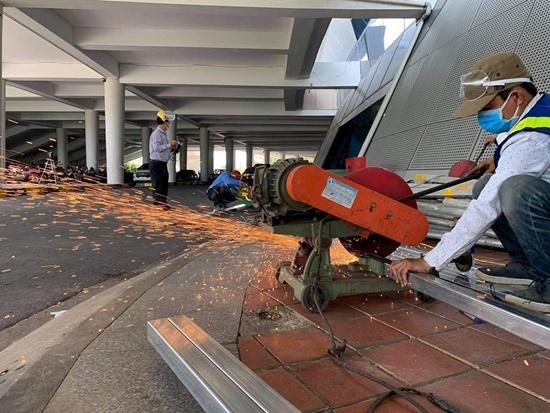 Chùm ảnh: Hối hả xây dựng bệnh viện dã chiến lớn nhất Đà Nẵng - Ảnh 9