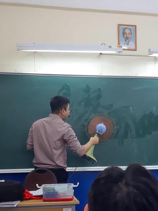 """Đám học trò trong lớp náo loạn bởi hành động """"quá đỗi dễ thương"""" này của thầy giáo - Ảnh 1"""