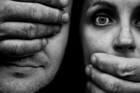 Giáo viên trung học quan hệ với nữ sinh 13 tuổi và phán quyết vô tội gây tranh cãi của tòa án - Ảnh 1
