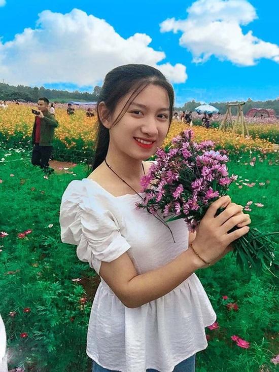 Nữ sinh 2k2 có đường nét gương mặt hao hao hoa hậu Hương Giang, giọng hát ngọt lịm tim - Ảnh 2
