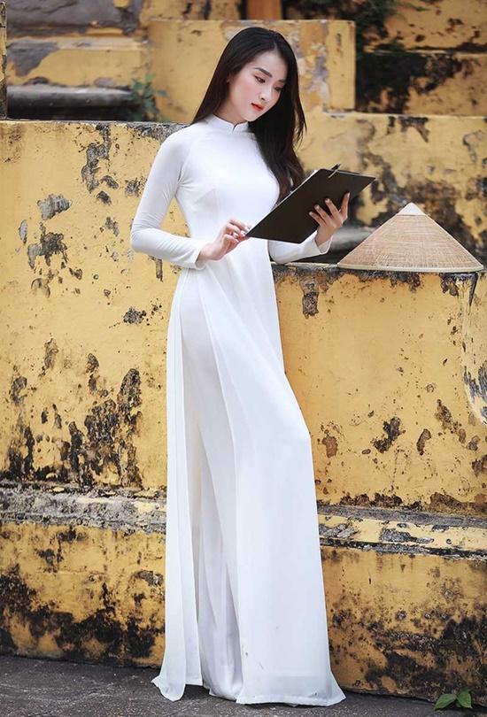 Nữ sinh trường ĐH Văn hóa Nghệ thuật Quân đội diện áo dài trắng tinh khôi, đẹp mong manh tựa nàng thơ - Ảnh 1