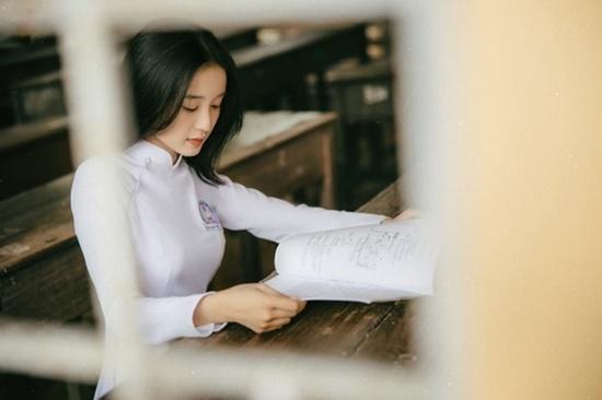 Nữ sinh trường ĐH Văn hóa Nghệ thuật Quân đội diện áo dài trắng tinh khôi, đẹp mong manh tựa nàng thơ - Ảnh 10