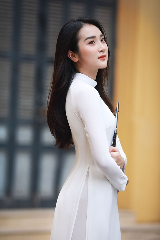 Nữ sinh trường ĐH Văn hóa Nghệ thuật Quân đội diện áo dài trắng tinh khôi, đẹp mong manh tựa nàng thơ - Ảnh 2