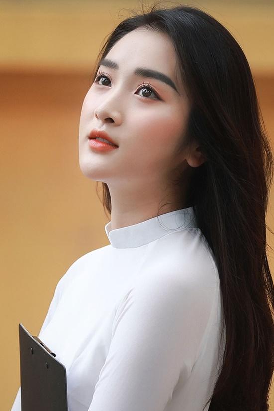 Nữ sinh trường ĐH Văn hóa Nghệ thuật Quân đội diện áo dài trắng tinh khôi, đẹp mong manh tựa nàng thơ - Ảnh 3