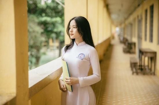 Nữ sinh trường ĐH Văn hóa Nghệ thuật Quân đội diện áo dài trắng tinh khôi, đẹp mong manh tựa nàng thơ - Ảnh 7