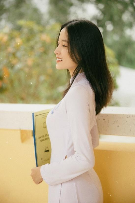 Nữ sinh trường ĐH Văn hóa Nghệ thuật Quân đội diện áo dài trắng tinh khôi, đẹp mong manh tựa nàng thơ - Ảnh 8
